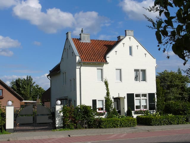 Gezellige tuinkamer in Reuver (L) - Reuver - Bed & Breakfast