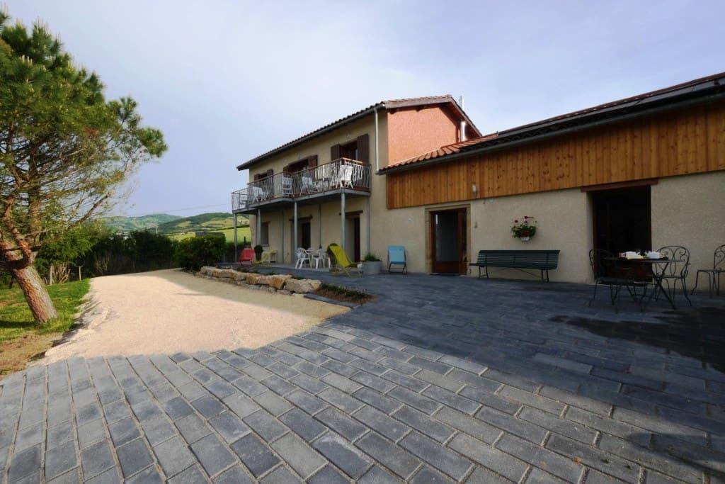 Gite & Chambres des 2 chênes à Bessenay