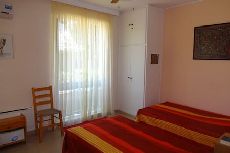 Nice room for 2, breakfast included - Rafina