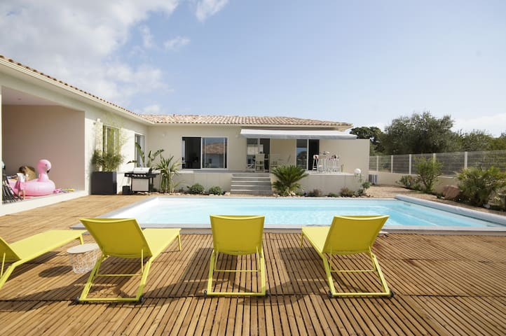 Superb villa swimming pool, 5 mn from the beach