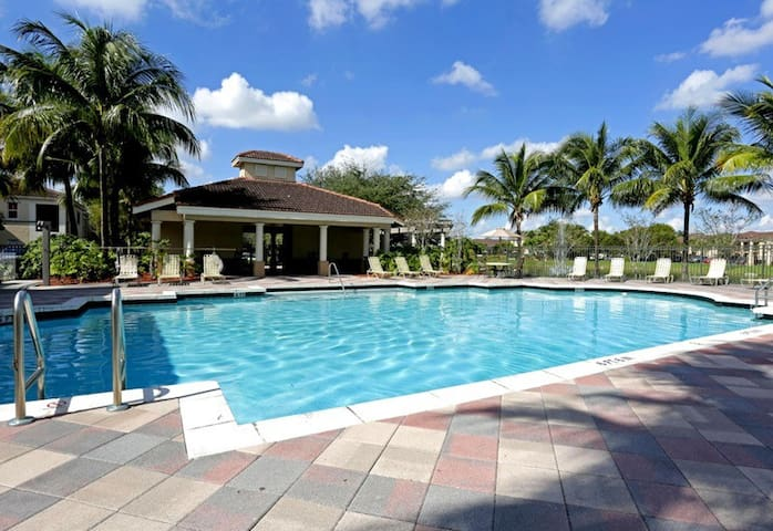 One Private room in Gated community - Miramar