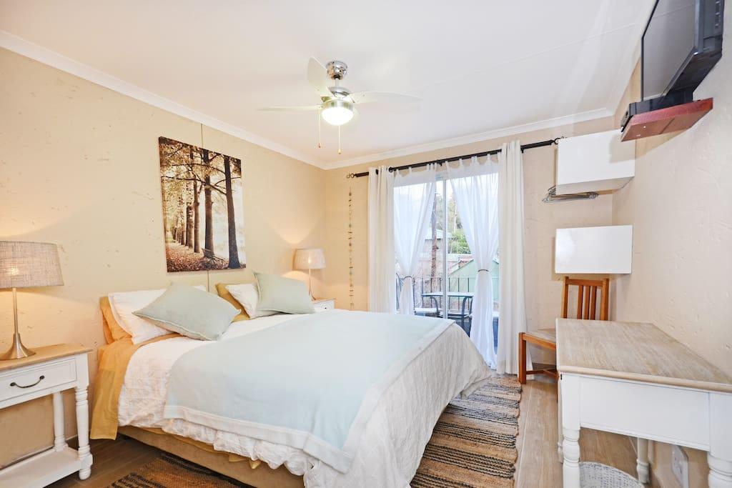 Dandelion bedroom with Queen size bed