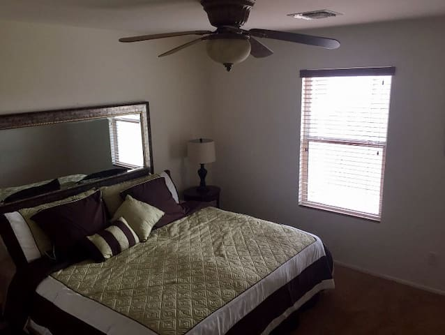 Kings bedroom (upstairs)