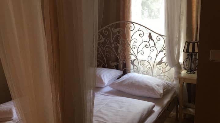 Zimmer mit Charme nah am Kurfürstendamm