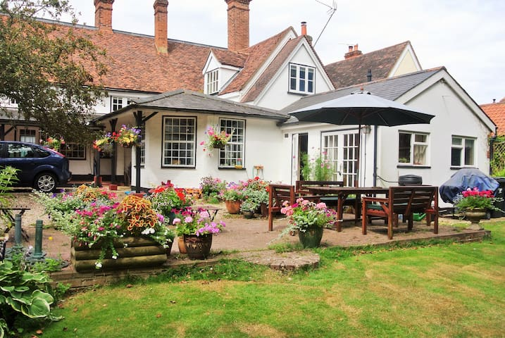 Lovely 17th Century cottage near Stansted Airport - Essex - Rumah