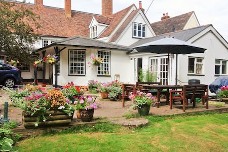 Lovely 17th Century cottage near Stansted Airport