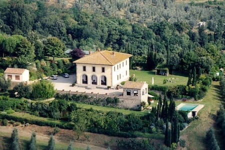 Villa with parc and swimming pool - Vinci - Villa