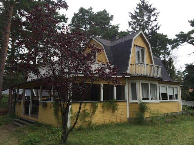 Unique cottage close to the sea! - Åhus - House