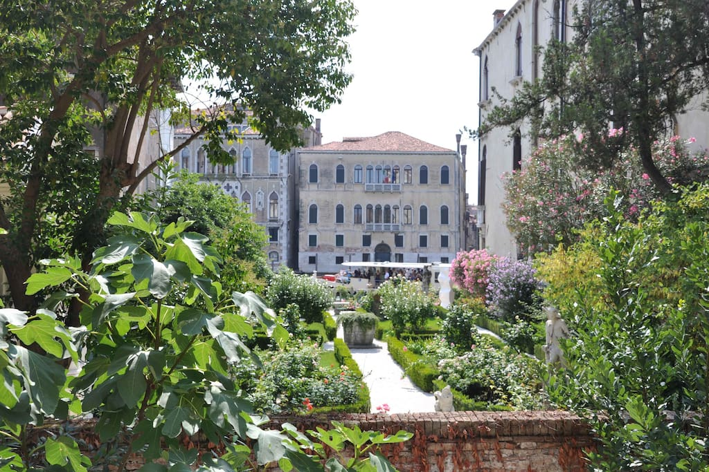 Secret Garden With Grand Canal View Houses For Rent In
