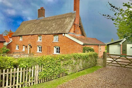 3 bed thatched cottage in Norfolk