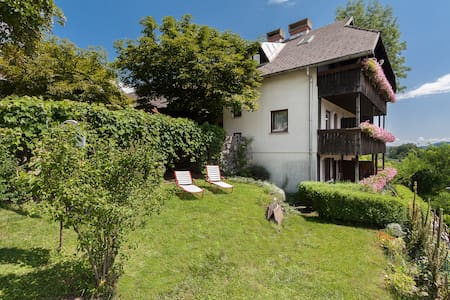 Traditional Family-run Guesthouse - Radovljica - Bed & Breakfast