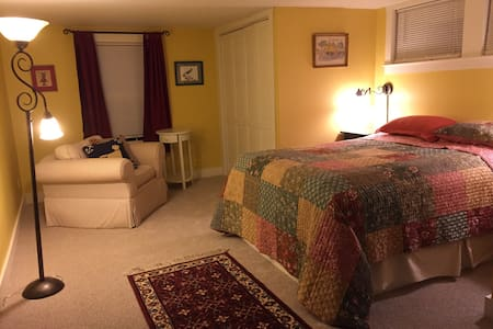 Cheerful, cozy, close to outdoors - Campton - Apartamento