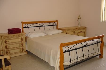 ATTARD:FURNISHED ROOM - DOUBLE BED  - Attard - Hus