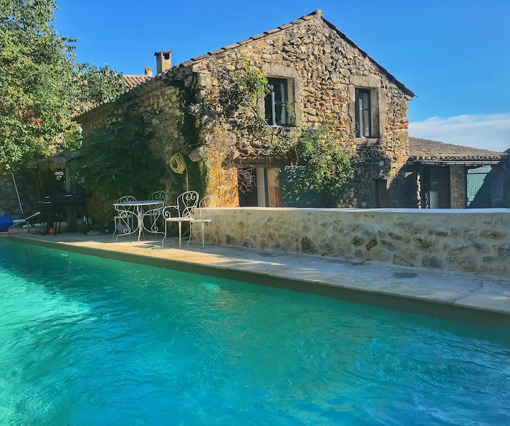 Stone house with heated pool 15 minutes from Uzès.