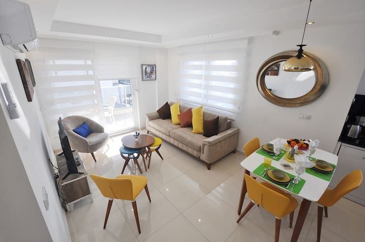 Comfy, Clean and Functional apartment, with lots of amenities and kitchen appliances.You will enjoy the comfort of living here.
