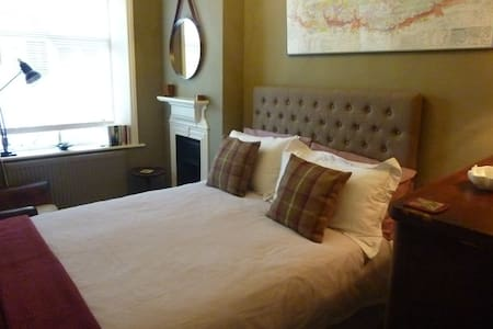Single bedroom in Henley town centre - Townhouse
