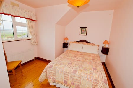 Atlantic View 2nd floor double bed - Liscannor - Aamiaismajoitus