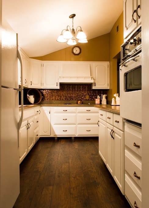 Beautiful full kitchen with Copper Accents