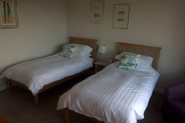 Twin bedroom - Lanteglos Highway - Bed & Breakfast