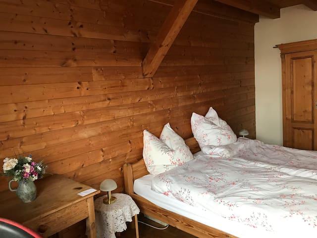 Gemütliches Doppelzimmer in urigem Haus