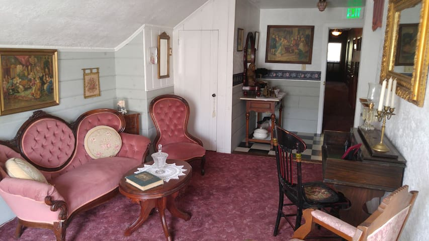 Queen Victoria Suite - The Inn of Glen Haven