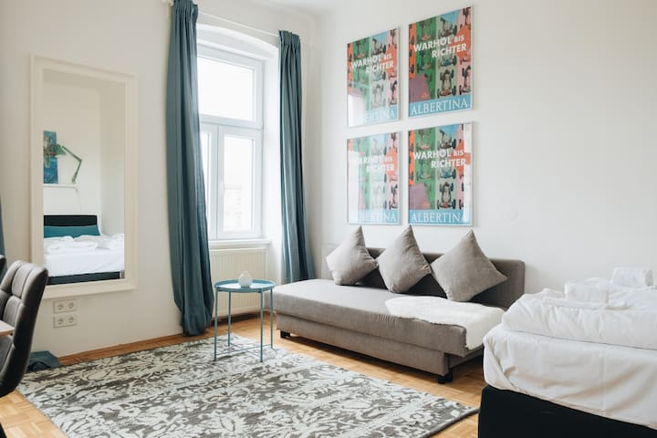 Characterful Arty Apartment with a beautiful view