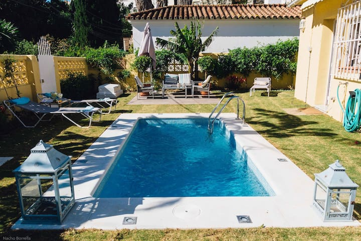 Charming Orchard Villa: Private Pool, garden & BBQ - Torremolinos - Casa