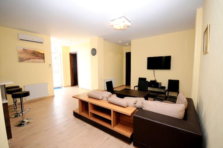 COZY 2BD - Tbilisi - Apartment
