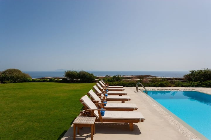 Stylish villa with pool and spectacular sea views
