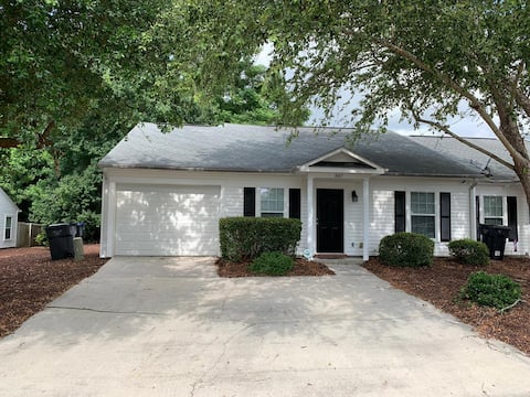 Entire Luxury Townhome, Great Location Near I-20!