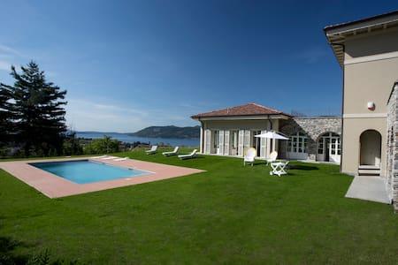 Exclusive villa over looking Lake Maggiore - Verbania - วิลล่า