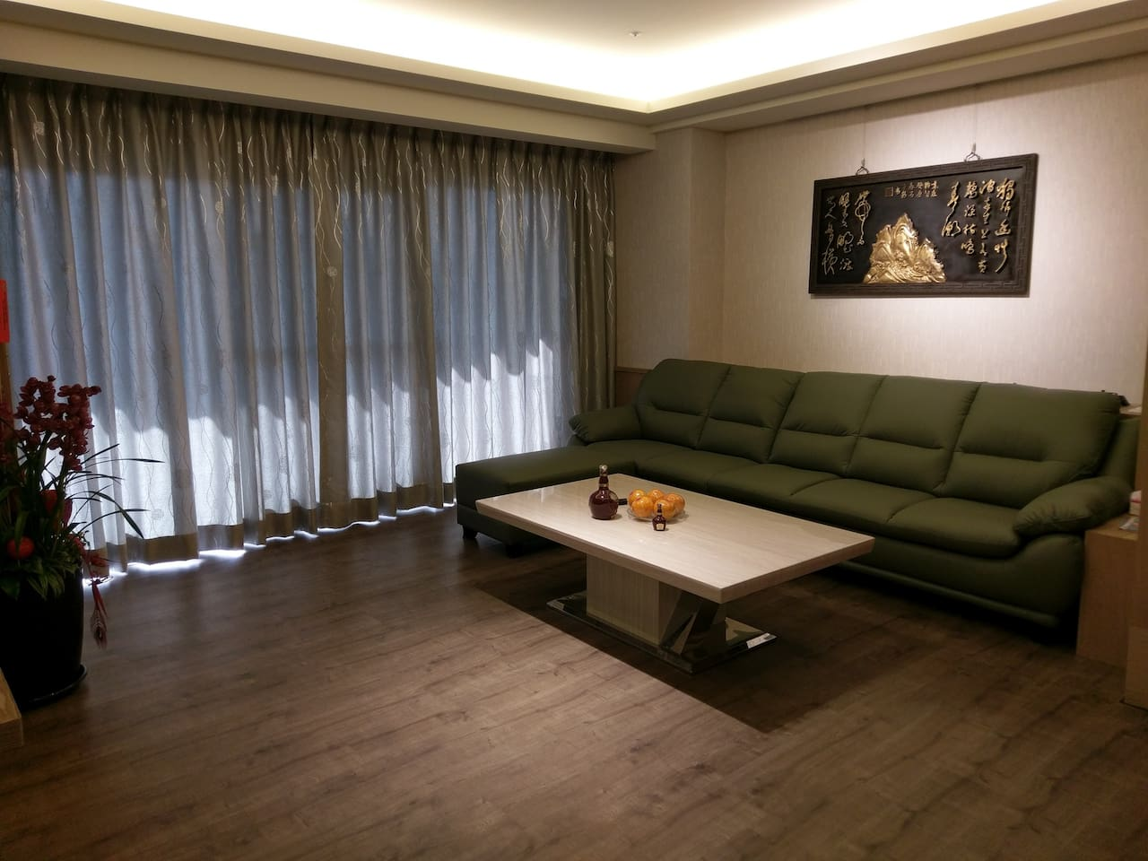 明亮採光,寬敞大廳,原木色系