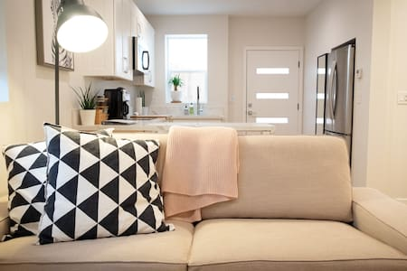 Modern and Private Mission Bay Studio (~500sq ft)!
