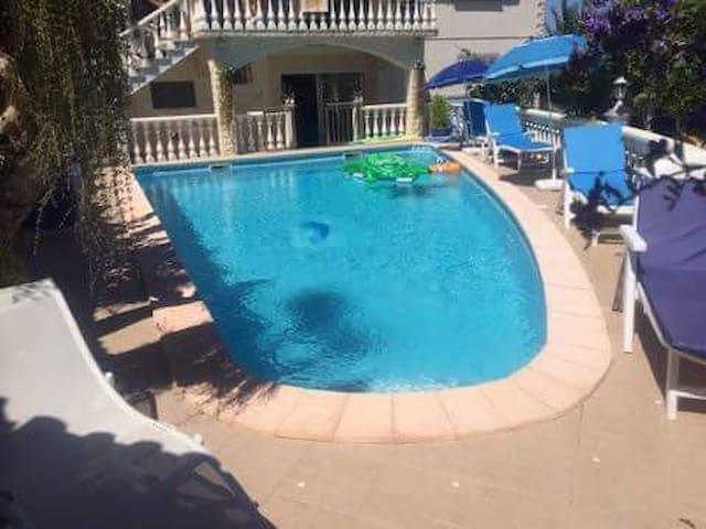 Maison calme avec piscine 1km du sanctuaire - Fátima - Casa