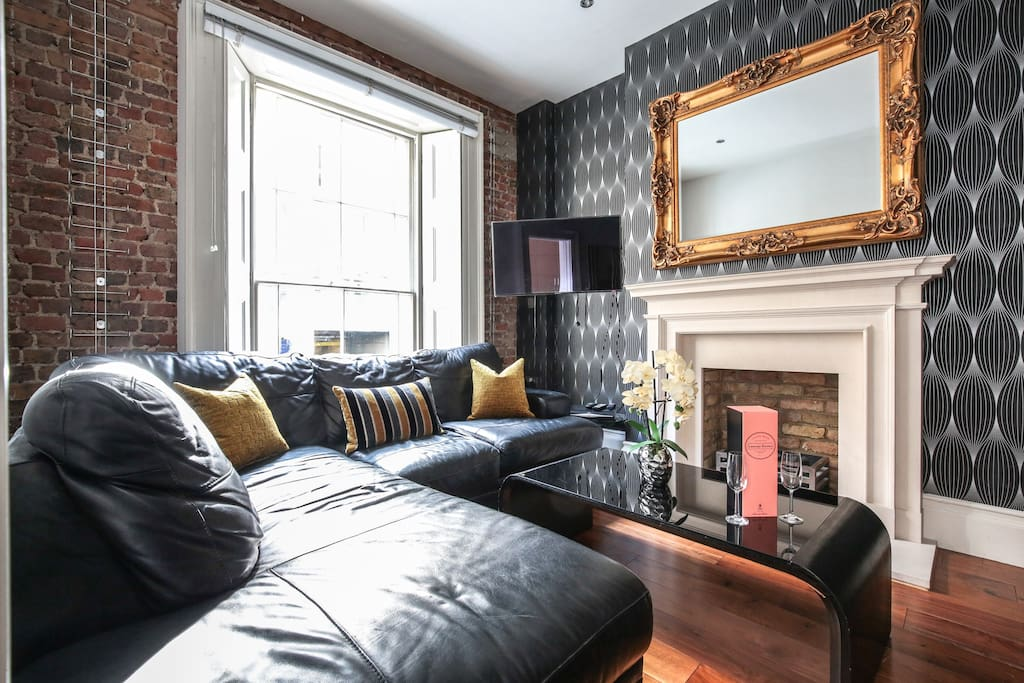This immaculately clean home with Ultra high ceilings which gives a total feeling of space. This reception room overlooks Regent Street. Two Original fireplaces and exposed brick work to add to the character of this listed 17 century period building.