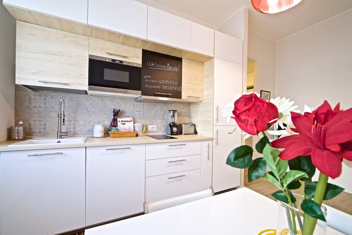 Stylish flat 15 minutes from CityLife and Fiera
