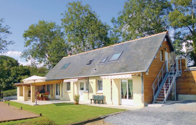 Holiday cottage with 3 bedrooms on 90 m² in Bavent