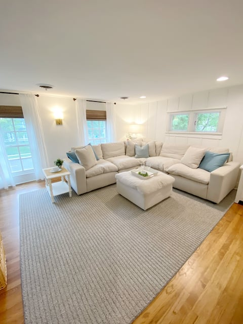Beautiful upstairs apartment- completely private