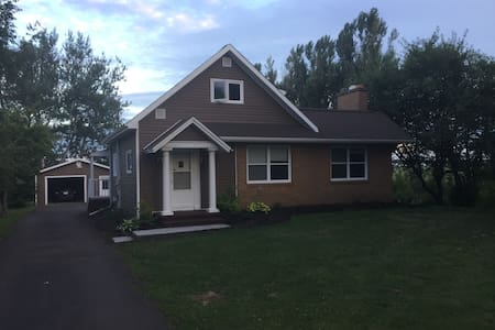Quiet waterfront setting minutes from downtown - Moncton - Dom