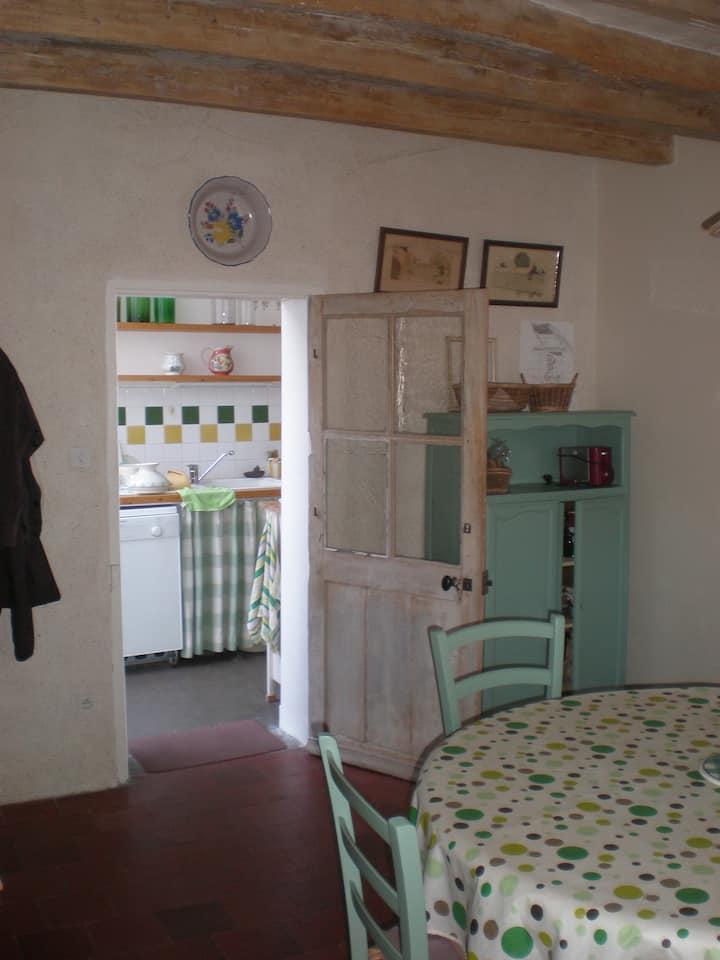 Maison ancienne au cœur d'un village de Loire