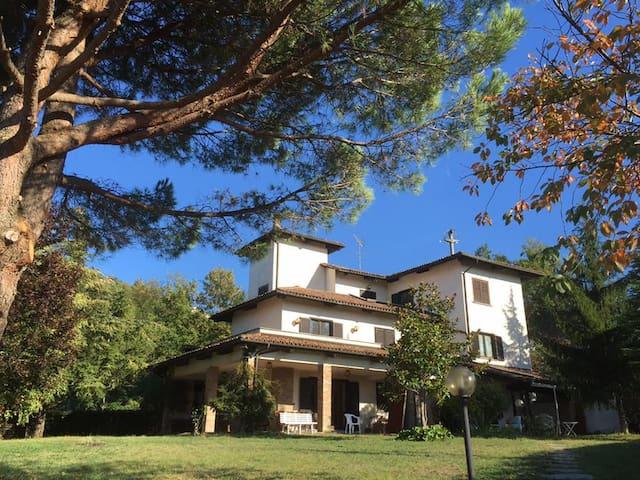 Torre Sant'Elena: relax in the vineyards of Monfer - CASTEL BOGLIONE - Bed & Breakfast