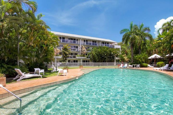 couples retreat fast free wifi foxtel gym pools