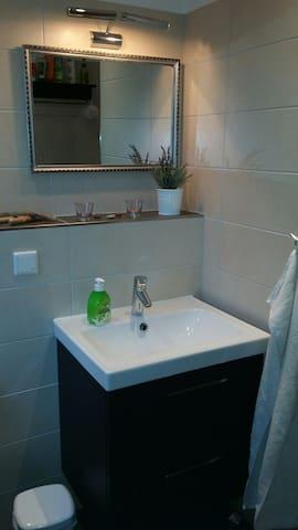 Gemütliches Zimmer mit eigenem Bad - Enger