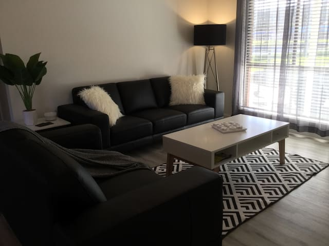 BRAND NEW! 1 OR 2 Bedroom Stylish Unit - Breakfast