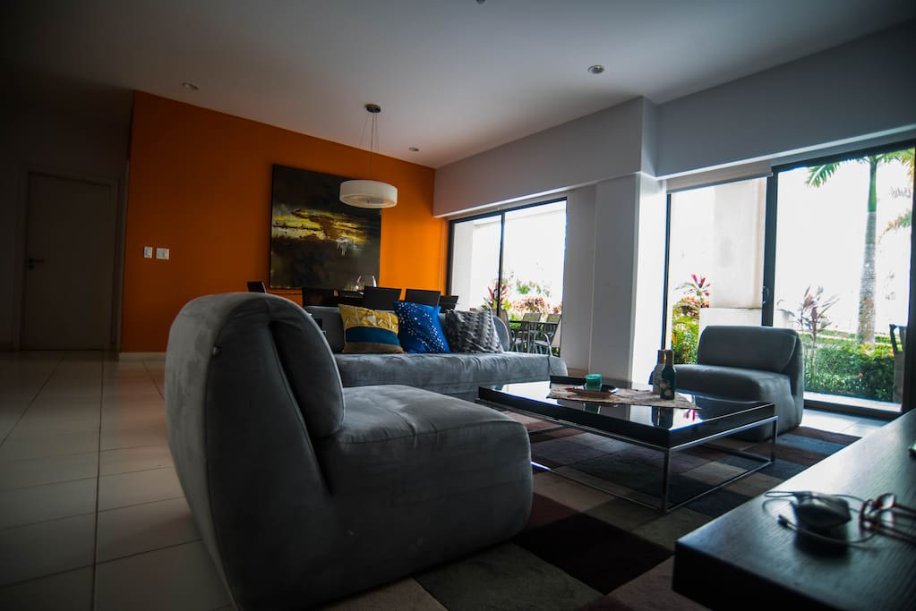 Beatiful living room with air conditioner and direct access to the garden and the pool