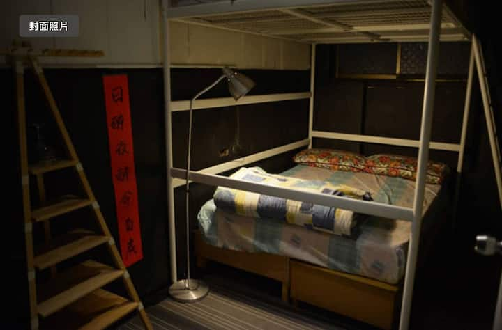 Old style budge room for backpacker 低預算背包客房