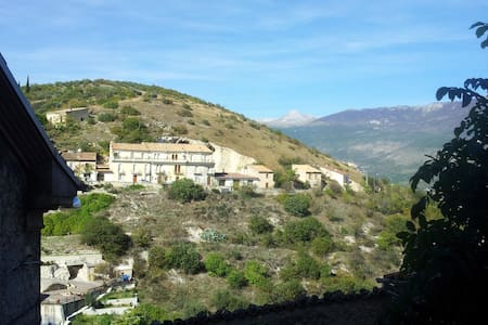 A Village House 2h from Rome - Capestrano