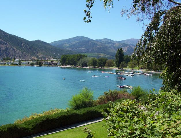 Wapato Point Condo on Lake Chelan w/boat dock!