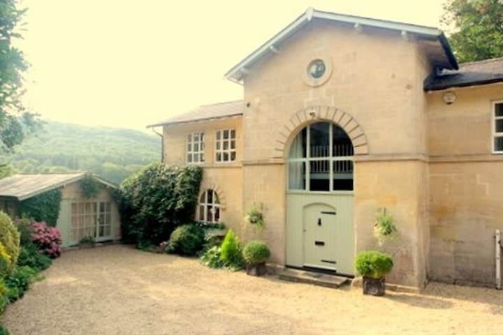 Private Annexe by Kennet and Avon Canal nr. Bath.