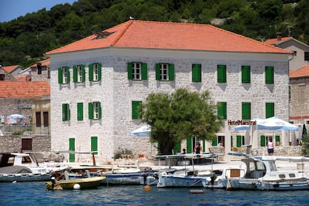 Room with sea view on quiet island - Vodice